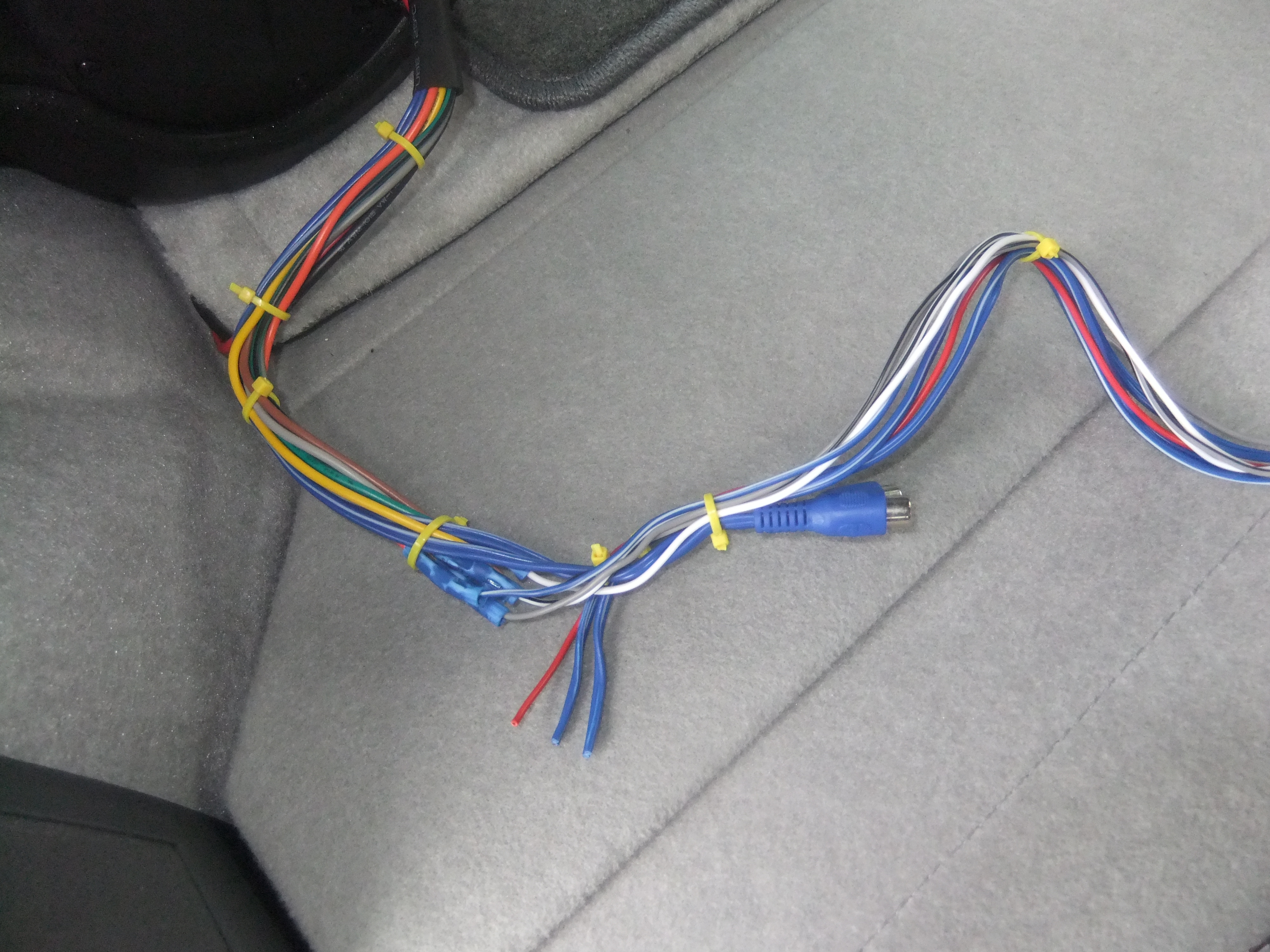 easy bass addition = bazooka tube priuschat bazooka tube wiring harness at couponss.co