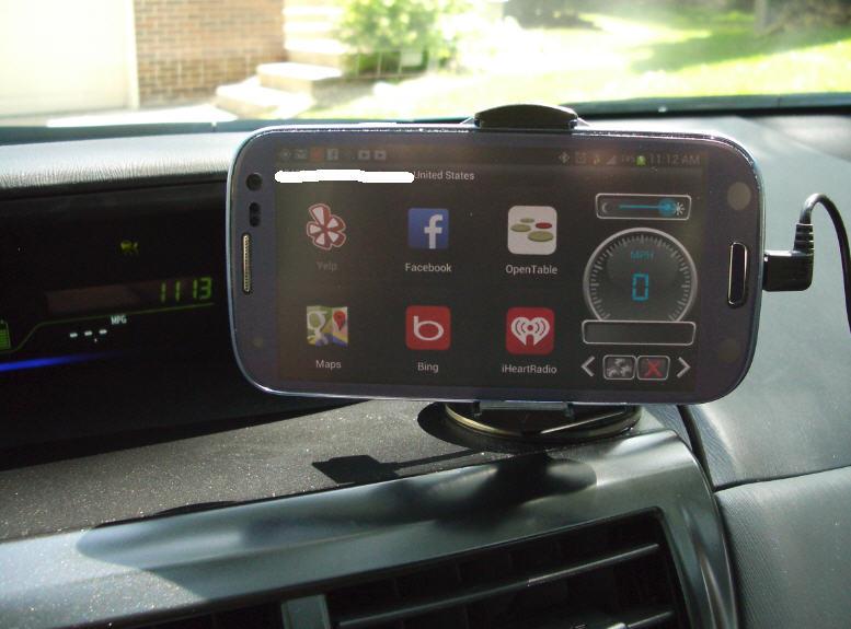 iBolt Dock n Drive screen 3 in Prius.JPG