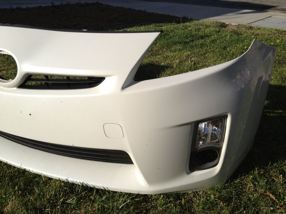 2010 Toyota Prius Front Bumper W Fog Light Housing