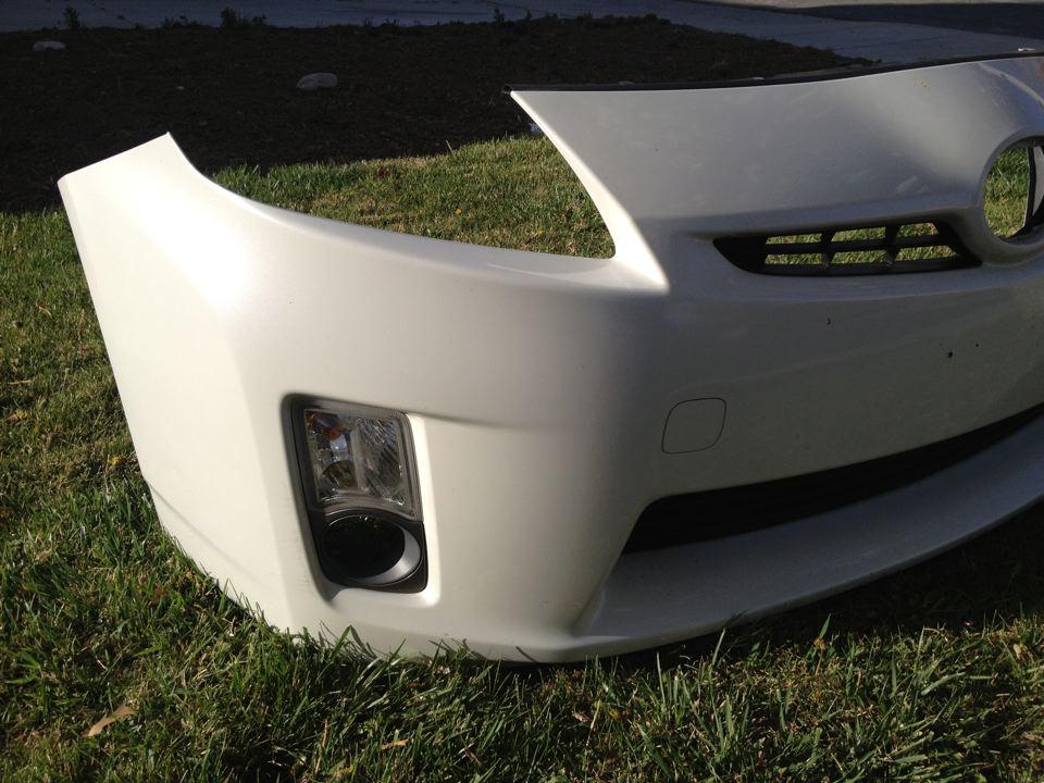 2010 Toyota Prius Front Bumper W Fog Light Housing