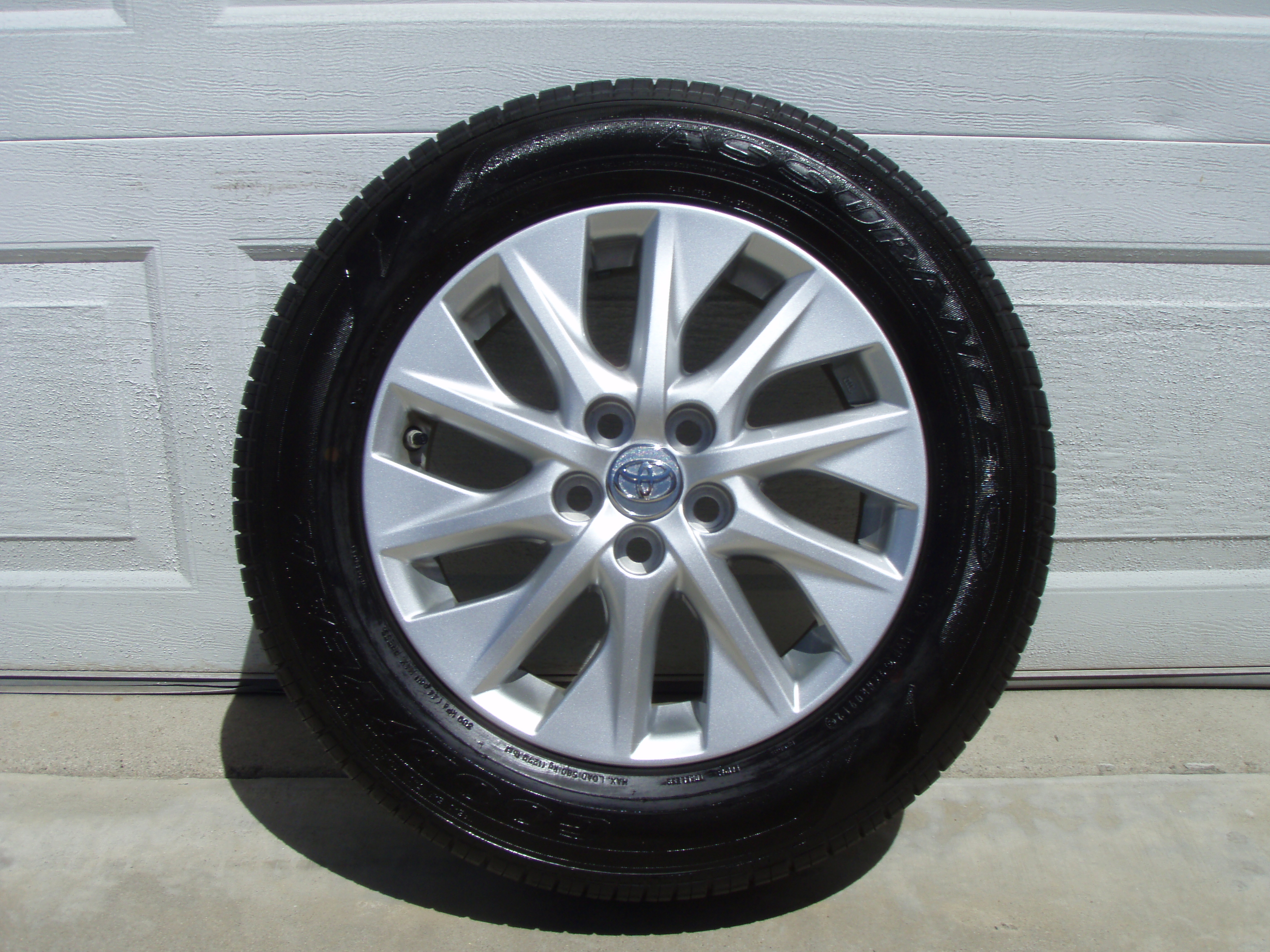 Toyota Tire Sale >> For Sale Used Toyota 2012 Plug In Prius Oem 15 Rims With Tires